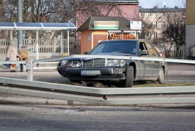 Kierowca mercedesa za spowodowanie kolizji został ukarany mandatem w wysokości 500 zł.