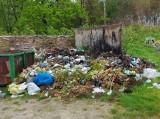 Cmentarz w Koniemłotach tonie w śmieciach? Mieszkańcy zniesmaczeni, proboszcz wyjaśnia