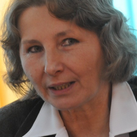 Lucyna Nowak. Od 1991 roku dyrektor Departamentu Badań Demograficznych Głównego Urzędu Statystycznego. Mieszka w Warszawie, lubi muzykę poważną, taniec i turystykę.