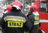 Pożar drewnianego domu w miejscowości Stobiec. 11 zastępów straży walczy z ogniem