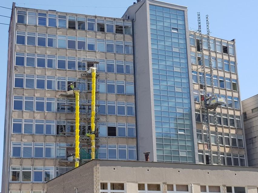 Trwają prace remontowe w budynku przy ul. Skłodowskiej 14....