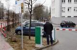 """Parking przy szpitalnych poradniach w Zielonej Górze już płatny. W internecie wrze. """"Wstyd"""", """"głupota"""" - piszą mieszkańcy. Co na to szpital?"""