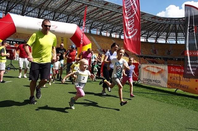 Dzieciaki miały do pokonania 400 albo 800 metrów, był też wspólny bieg rodziców z dziećmi. Główne biegi to dystans 5 i 10 kilometrów, oczywiście przez piękny Park Zwierzyniecki.