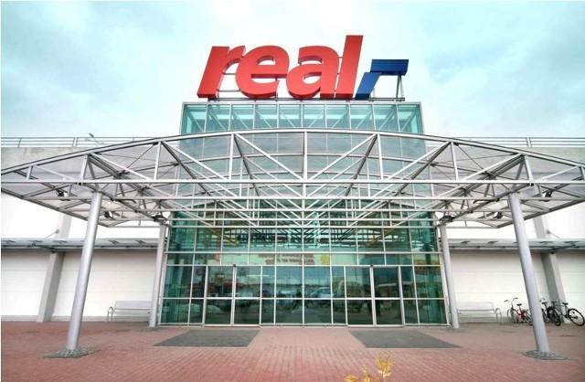 29 lutego Real zaprasza wszystkich klientów obchodzących urodziny w tym dniu po kupony rabatowe i upominki.