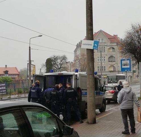 Do zatrzymania mężczyzny, który przechadzał się śródmieściem Grudziądza wymachując siekierą doszło na ul. Chełmińskiej