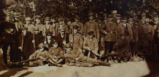Atak powstańców śląskich zakończył się pełnym sukcesem.OdbitoOlzę,Odrę,Uchylsko,Bełsznicę,Kamień nad OdrąiBuków. Niemcy ponieśli poważne straty i wycofali się na drugą stronę Odry oraz do Czechosłowacji. Powstańcy odzyskali tereny wcześniej utracone i odzyskali linię rzekiOdryiOlzy.Walki pozycyjne trwały jeszcze do dnia 5 lipca, kiedy to wojska sojusznicze obsadziły wyznaczoną wcześniej linię demarkacyjną. Zwycięstwo w bitwie strona polska okupiła jednak dużymi stratami, przewyższającymi straty sił niemieckich. W bitwie pod Olzą zginęło 51 powstańców śląskich, 60 zostało rannych, a 90 trafiło do niewoli. Niemcy stracili 35 ludzi, 17 zostało rannych, a 60 wzięto do niewoli. Bitwa pod Olzą była drugim pod względem skali starciem polsko-niemieckim podczaspowstań śląskichi najważniejszym czynem zbrojnym Grupy Operacyjnej Południe. Bitwa miała kluczowy charakter w powodzeniu III powstania śląskiego. Przerwanie frontu w tym miejscu groziłoby wejściem Niemców na tyły powstańców i klęską całego powstania.Na zdjęciu powstańcy z Wodzisławia Śl.