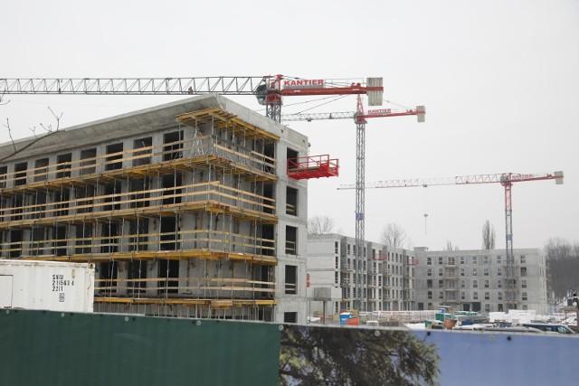 W Krakowie cały czas powstają nowe inwestycje mieszkaniowe. Stolica Małopolski oferuje także jedne z najdroższych mieszkań w skali całego kraju