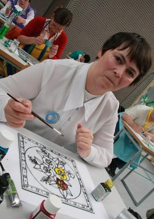 Gospodarzy olimpiady reprezentowała m.in. Honorata Maksymiuk, która malowała witraż.