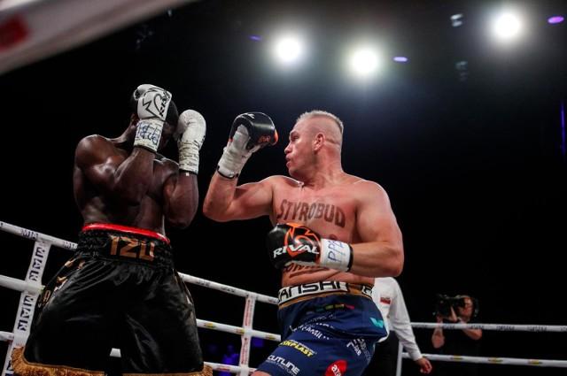 Łukasz Różański ostatnią walkę stoczył w lipcu 2019 roku z Izu Ugonohem