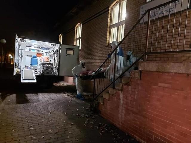 Ewakuacja podopiecznych Domu Pomocy Społecznej dla Kombatantów w Zielonej Górze. Chorzy trafiają do Szpitala w Gorzowie Wlkp.