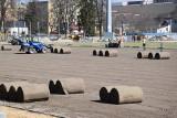 Na stadionie Rakowa Częstochowa rozkładana jest już murawa. Stadion ma być gotowy na mecz z Lechem Poznań 17 kwietnia