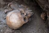 Odkryli ludzkie szczątki kilka metrów pod ziemią!