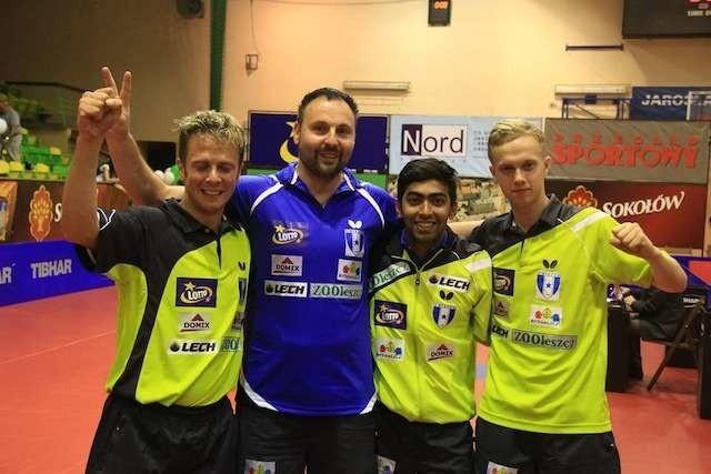 Andrew Baggaley, Zbigniew Leszczyński (menedżer i główny sponsor), Harmeet Desai oraz Marek Badowski po wygranej w Jarosławiu