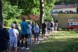 Wybory 2020. Tak głosują w Krynicy Morskiej. Duże kolejki przed lokalem wyborczym. Do spisu wyborców dopisało się 1 300 osób