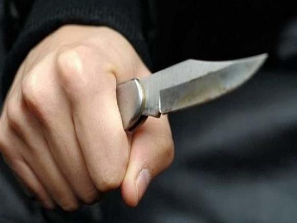 Nożownik zranił kobietę w ramię, mężczyznę w szyję