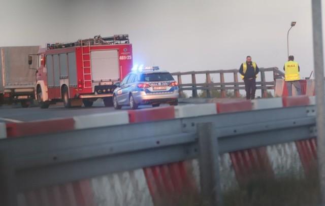 W sobotę wczesnym wieczorem  na drodze ekspresowej S8 (na zjeździe na A1, w kierunku Gdańska) zginął motocyklista. Jednoślad zderzył się z busem.Zobacz ZDJĘCIA, czytaj na kolejnym slajdzie