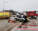Wypadek na obwodnicy Gołdapi. Zderzenie fiata z mercedesem na skrzyżowaniu ul. Wojska Polskiego i DK 65 [ZDJĘCIA]