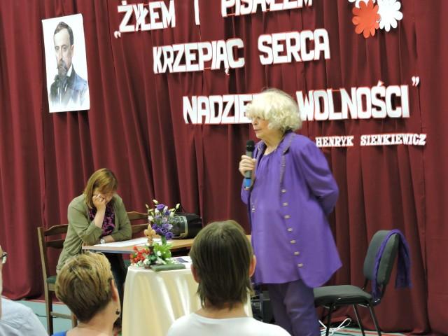 W progi szkoły w Bogatem zawitała Barbara Wachowicz – pisarka i dziennikarska, mistrzyni mowy polskiej.