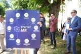 """Zamieszanie wokół """"Polskiego Ładu"""". Program krytykują samorządowcy i politycy. Większość Polaków nie wierzy, że będzie dla nich korzystny"""