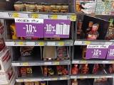 Tesco w Suwałkach będzie zamknięte. W markecie ruszyła wyprzedaż produktów. Zobacz, jak duże są zniżki [ZDJĘCIA]