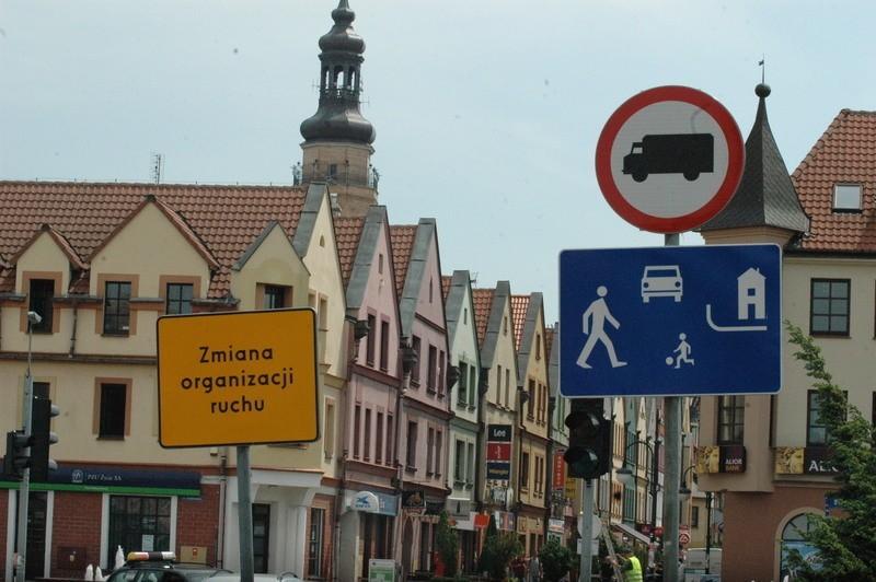 Nowa organizacja ruchu ma zostać wprowadzona 23 czerwca, ale uwaga kierowcy: oznakowanie strefy już stoi