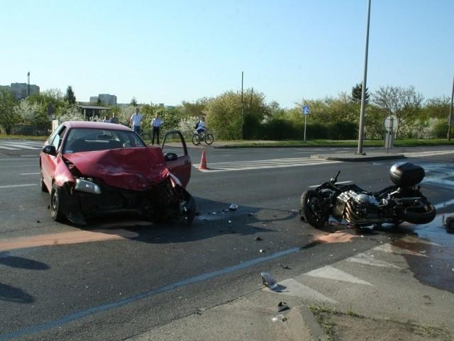 """Z ustaleń policji wynika natomiast, że 18-letni kierowca """"osobówki"""" prowadził auto bez uprawnień."""