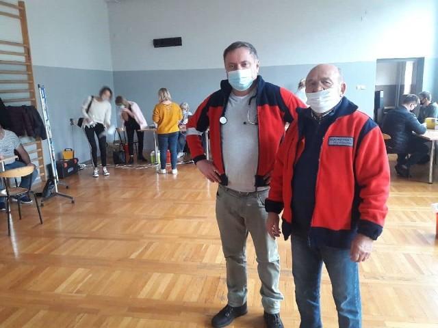- Organizujemy wiele akcji krwiodawstwa w powiecie białobrzeskim. dawcy nie zawodzą - mówi Stanisław Kośla, prezes PCK w Białobrzegach (z prawej).