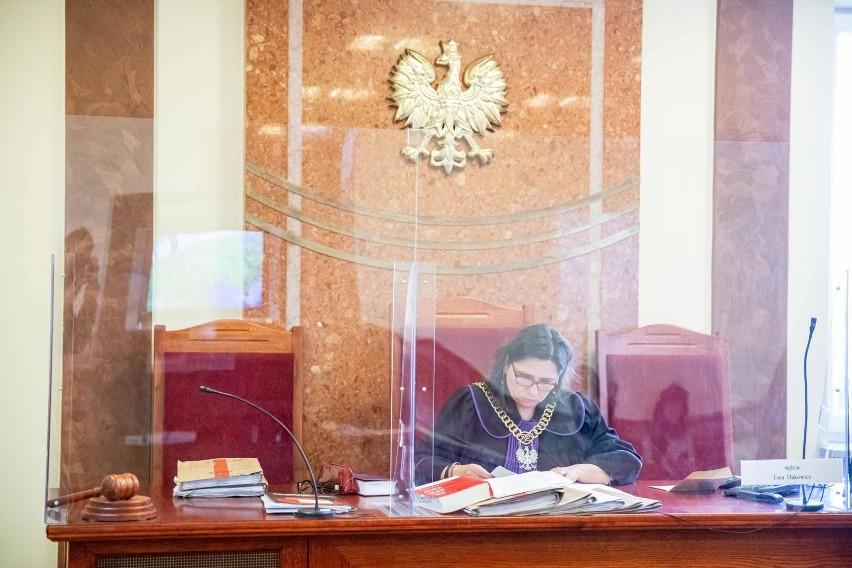 Krzysztof B. Stanie przed sądem. Nieuczciwemu policjantowi grozi 10 lat więzienia