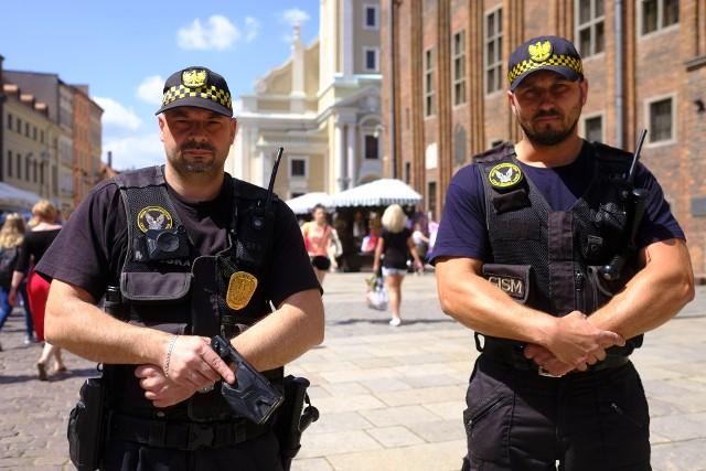 napastnik został zatrzymany przez patrol interwencyjny Straży Miejskiej i oddany w ręce policji (zdjęcie poglądowe).