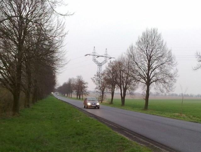 Na drodze pod Stargardem kierowcy muszą radzić sobie sami, od kilku miesięcy nie ma tam oznakowania na jezdni.