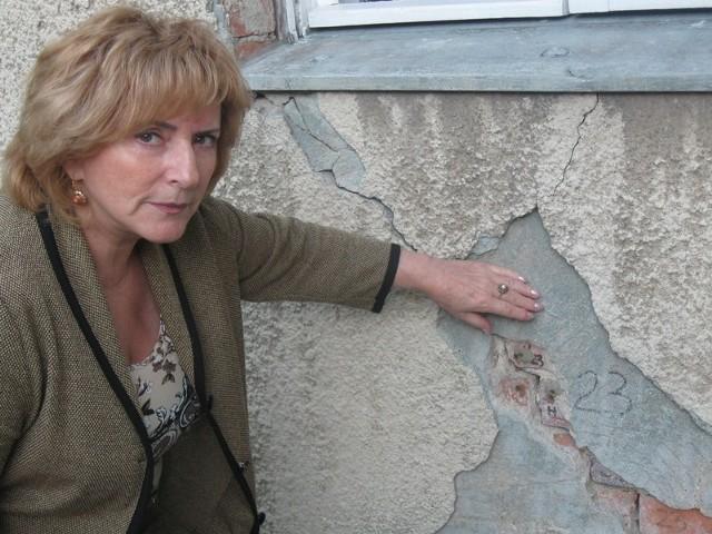 - Któregoś dnia dom się zawali   i winnych nie będzie - mówi Eleonora Bouje.