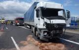 Wypadek na autostradzie A4 w Mysłowicach. TIR zderzył się z autobusem żołnierzy. Są ranni
