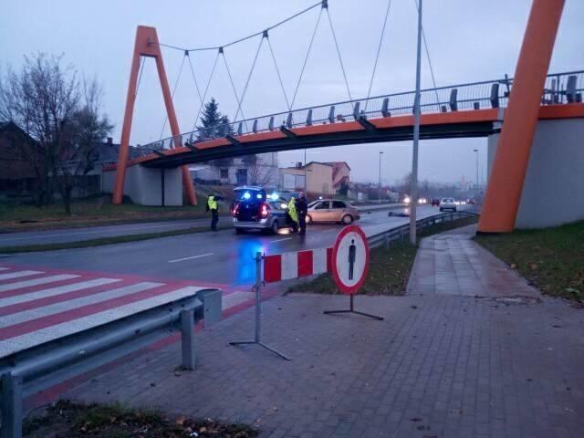 W czwartek około godz. 6.30 w Radomiu na ulicy Szarych Szeregów doszło do potrącenia pieszego. 74-letni mężczyzna zginął na miejscu zdarzenia.