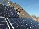 Dąbrowa Górnicza. Ponad 300 nowych instalacji fotowoltaicznych na dachach domów. Czekają pieniądze na wymianę pieców i montaż pomp ciepła