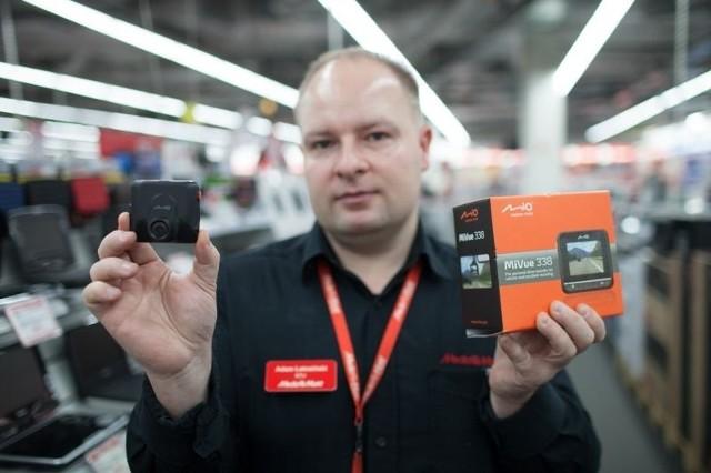 – Taka kamerka kosztuje ok. 400 zł – mówi pan Adam.