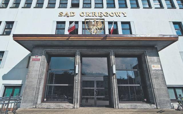 Sąd Okręgowy w Koszalinie warunkowo umorzył postępowanie na rok.