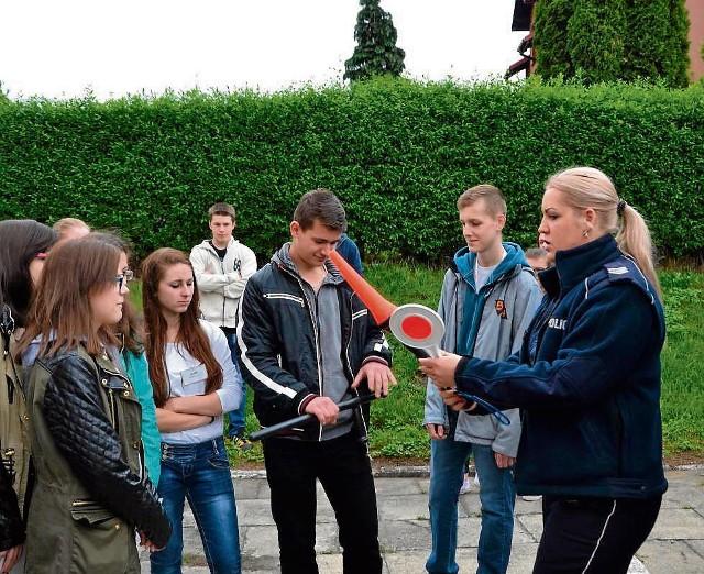 Policjanci opowiadali uczniom o swojej pracy