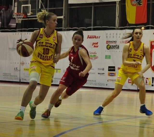Z piłką Paulina Kuras