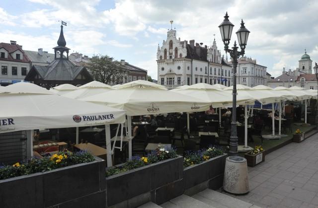 Na płycie Rynku w Rzeszowie będą w tym roku 33 ogródki restauracyjne.