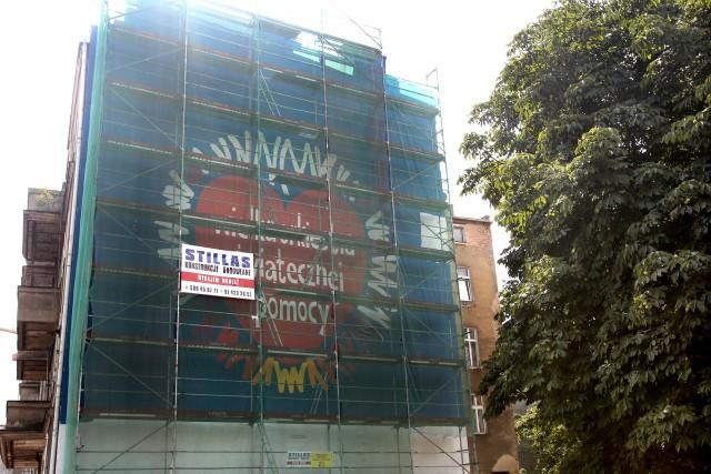 Nasze miasto wygrało głosowanie i tym samym mural o powierzchni do 220 metrów kw. prezentujący logotyp WOŚP powstał na ścianie kamienicy przy al. Wyzwolenia 79, naprzeciwko Domu Pomocy Społecznej.