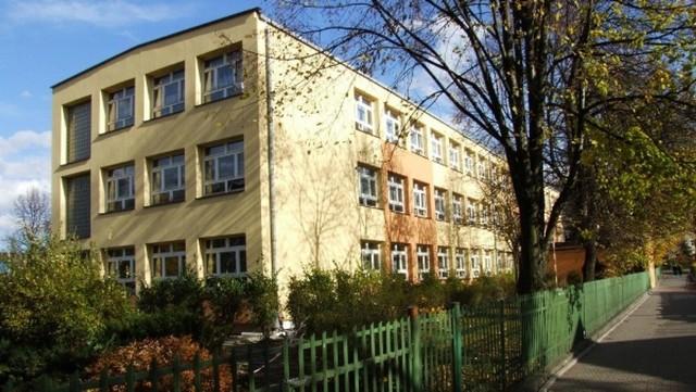 Szkoła Podstawowa nr 2 w Krzeszowicach zostanie rozbudowana za 12,8 mln zł. Wykonawca rozpoczyna prace