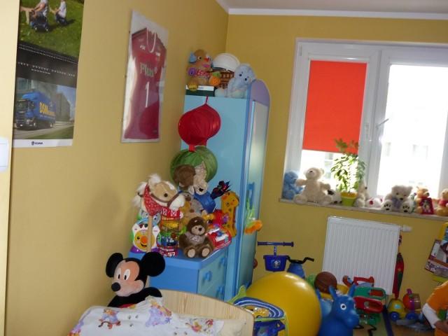 Mały pokójAby mały pokój wydał się większy, to zacznijmy od jego uporządkowania. I postawmy na jasne kolory.