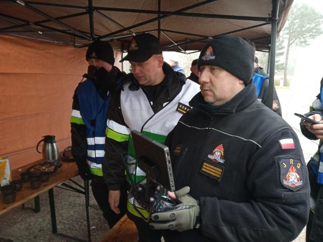 Ćwiczenia służb z powiatu bytowskiego. Scenariusz zakładał, że w czasie procesu technologicznego przy napełnianiu autocysterny dochodzi do pożaru. W ćwiczeniach wzięło udział 21 zastępów straży pożarnej.