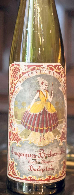 Butelka po socjalnym winie z fabryki Beckera. Etykieta i dziś robi wrażenie.