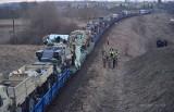 Ładunek pociągu uderzył w wiadukt. Przewoził sprzęt amerykańskich wojsk (zdjęcia)