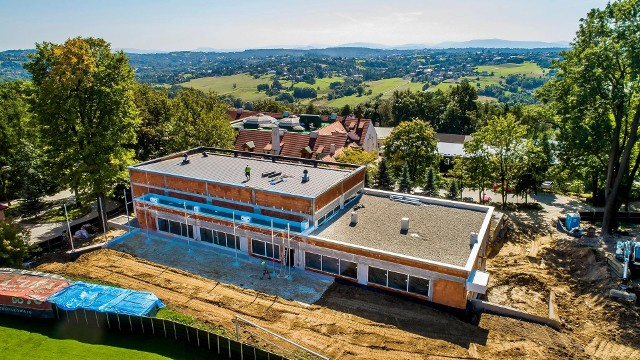 Nowa część Szkoły Podstawowej w Sygneczowie (gmina Wieliczka) ma być gotowa pod koniec 2021 roku. Wartość inwestycji przekroczy 3,4 mln zł