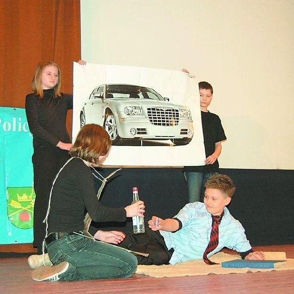 Młodzież ze Szkoły Podstawowej w Kcyni pokazała spektakl  pt. ?W okowach uzależnienia?. Ich występ nagrodzono  czwartym miejscem.