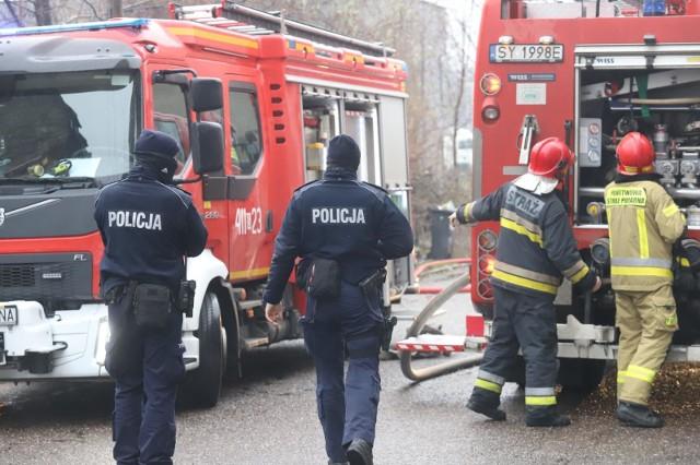 Niestety strażacy znaleźli w mieszkaniu ciało mężczyzny...(zdjęcia poglądowe)