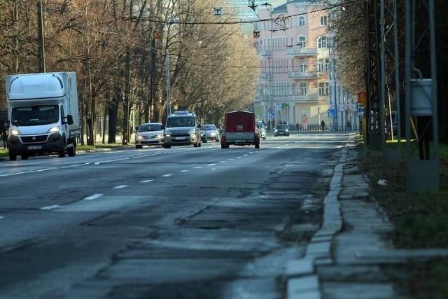 Przebudowa Al. Racławickich ma ruszyć od kwietnia. W planach jest nie tylko remont nawierzchni czy budowa  chodników i ścieżek rowerowych, ale potężna inwestycja związana z wymianą całej infrastruktury podziemnej