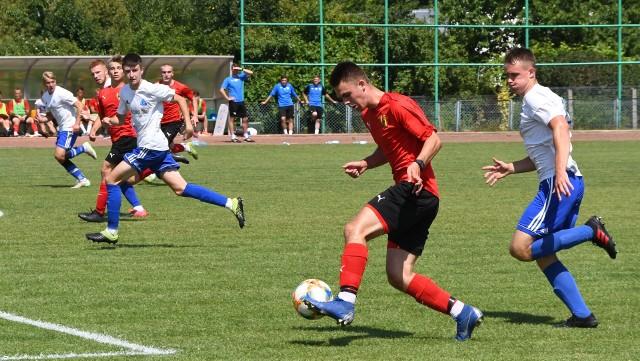 Piłkarze Korony Kielce z Centralnej Ligi Juniorów do 18 lat w środę rozegrali sparing z Ruchem Chorzów U-19. Przegrali 3:4.